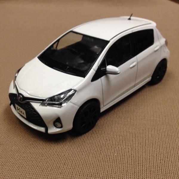 Vitz スーパーホワイト Ⅱ 白 ミニカー トヨタ