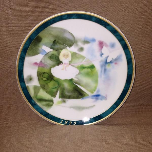 いわさきちひろ1999年イヤーズプレート【おやゆび姫】皿立て付き